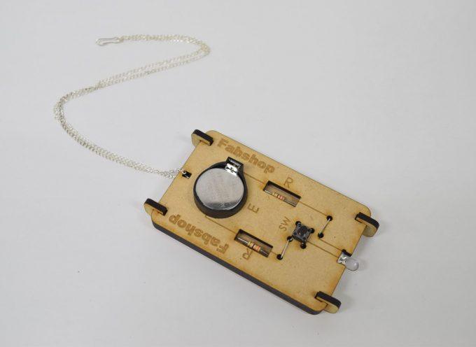 モールス信号を光で送るアクセサリ「モールスボード」を作る