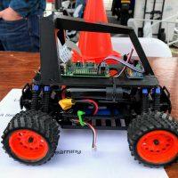 自分のラジコンカーを自動操縦に。Donkey Carプロジェクト