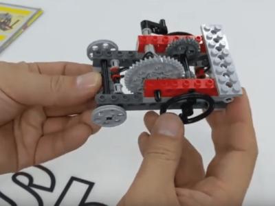 レゴとギアで作る手巻き車。応用すれば基本的な車の原理に